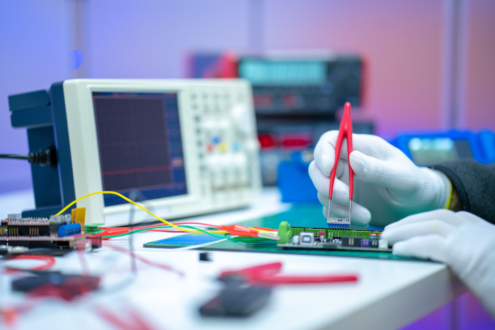 https://www.shutterstock.com/de/image-photo/development-electronic-devices-modern-electronics-laboratory-1466755187